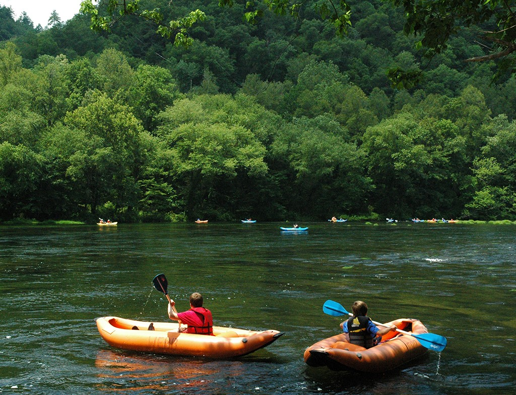 Boy Scouts learn to canoe on Hiwassee River